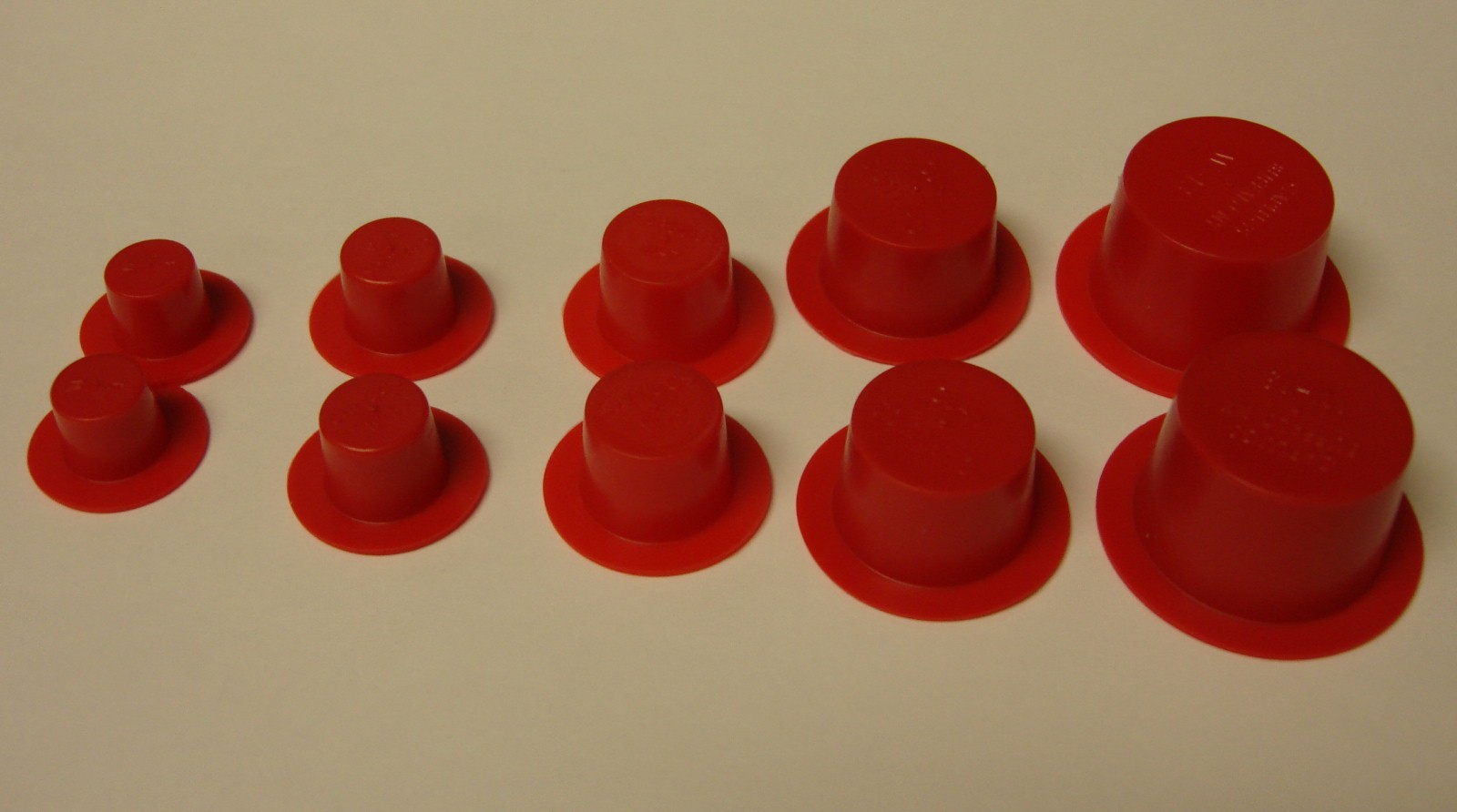 Plastic stoppers for salt and pepper shakers choice sizes